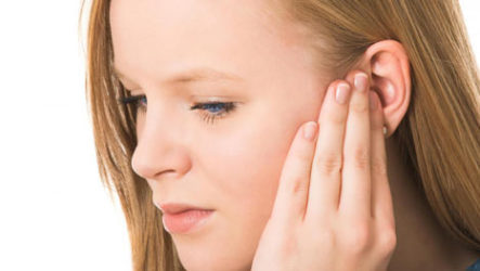 К чему горит левое ухо – толкование приметы