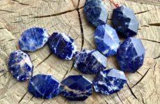 Содалит – камень с мощной энергетикой