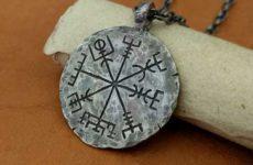 Амулет Вегвизир — рунический компас