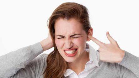 Чешется левое ухо — толкование приметы