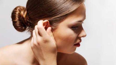 Примета — чешется правое ухо