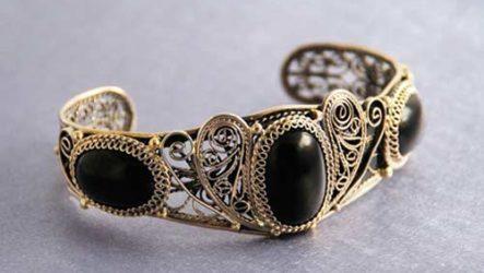 Гагат — черный камень с магическими свойствами
