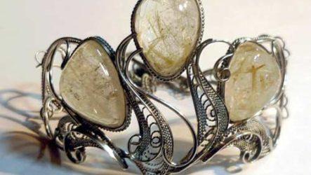Рутиловый кварц (волосатик) — камень любви